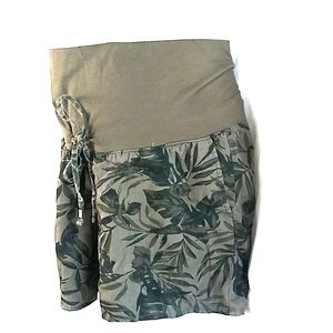 4/$20 Old Navy leaf full belly maternity shorts M